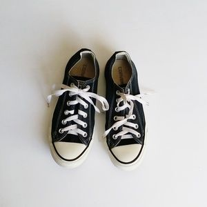 Converse Black And White Canvas Shoes Size 8